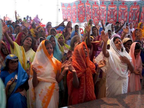 Women LOVE to worship God