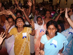 Indian Women crying out to God_WWM_Sri_Lanka_2